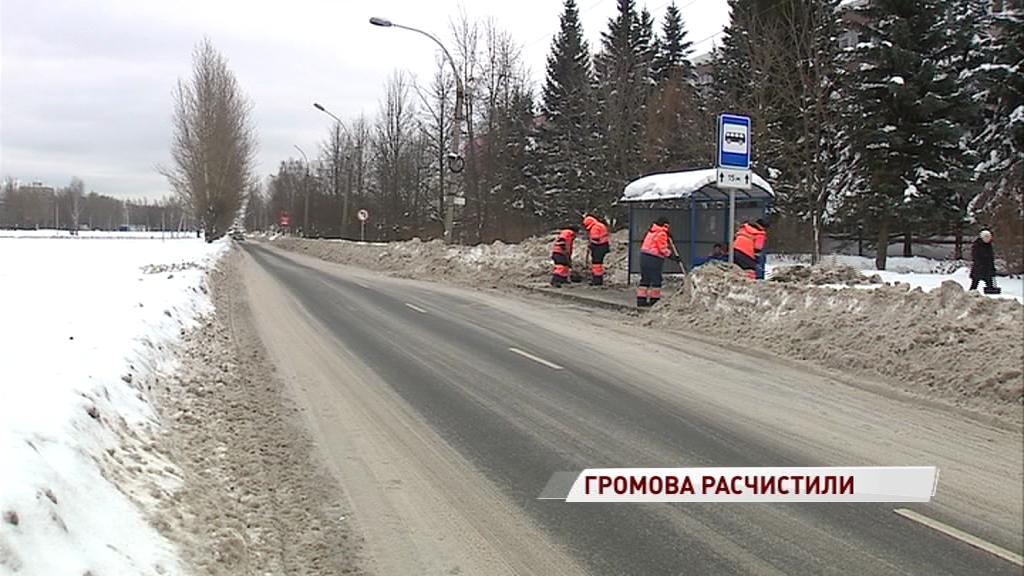 Тротуар возле остановки на улице Громова наконец-то расчистили
