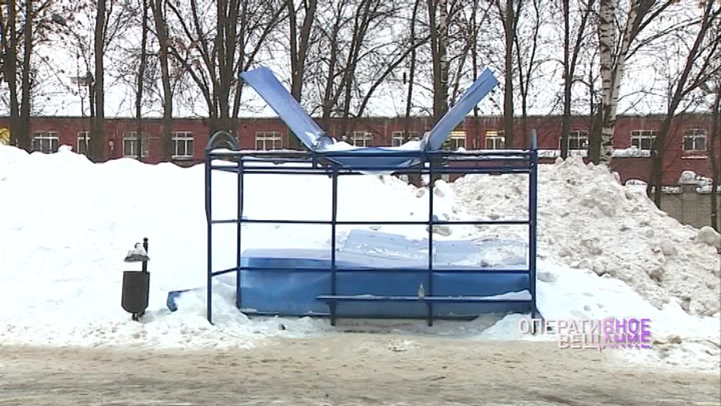 Остановка в Ярославле не выдержала снега и сложилась
