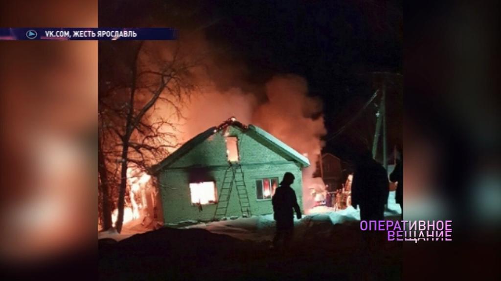 В пожаре в Ярославском районе погибли брат и сестра: их мать осталась без крыши над головой