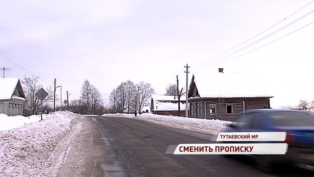 Два километра мимо леса за автобусом: жители села в Тутаевском районе просят вернуть остановку