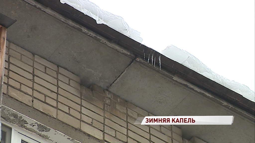 Из-за дырявых крыш талый снег утек в квартиры: кто в ответе за ручьи с потолка