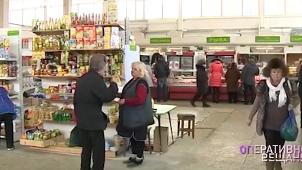 Ярославна вытащила телефон из кармана у женщины на рынке