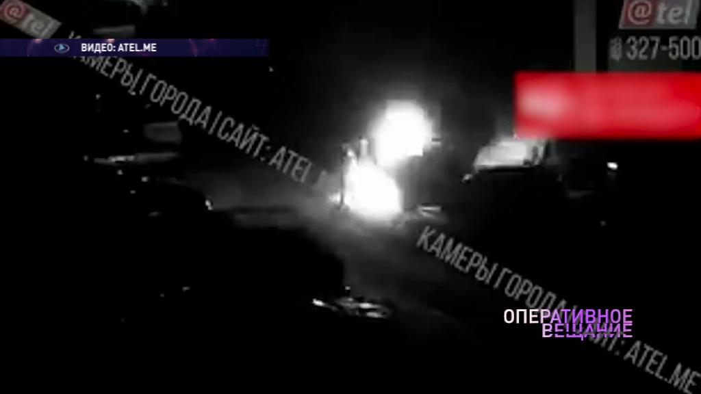 В Рыбинске неизвестный облил машину горючим и поджег