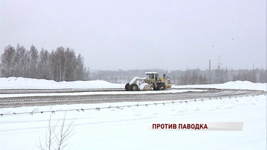 Регион готовится к весеннему паводку: с кислогудронных прудов вывозят снег