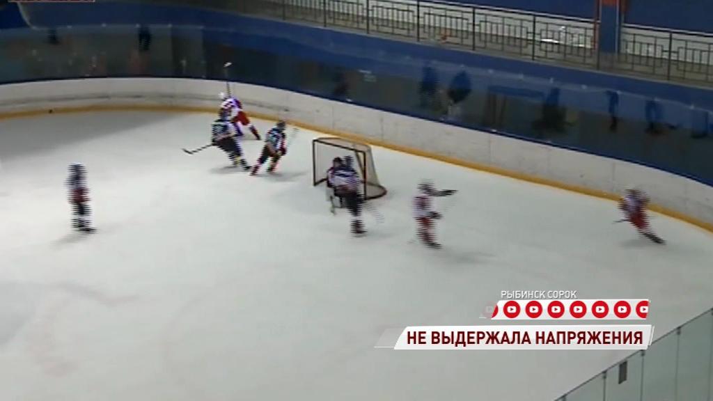 В Рыбинске во время матча сломалась ледозаливочная