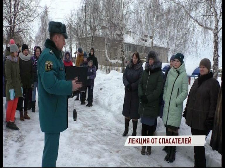 Сотрудники МЧС провели большую лекцию для жителей села Марково