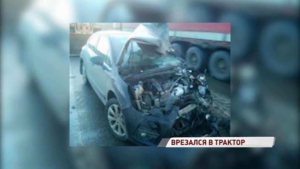 Под Ростовом иномарка протаранила трактор