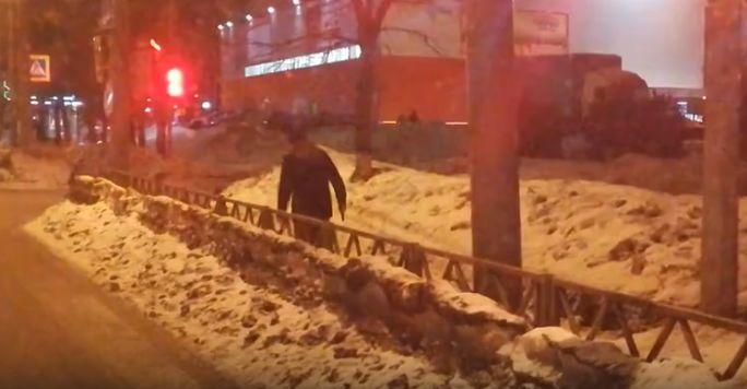 По Ярославлю разгуливал пьяный мужчина с пистолетом