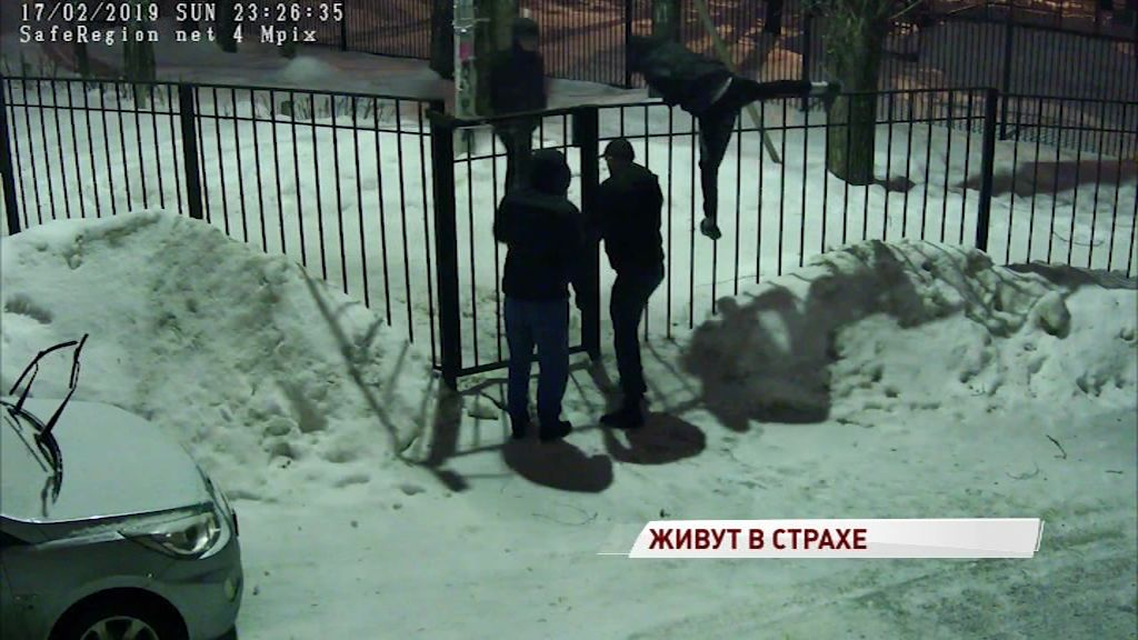 Перешел дорожку: в Ярославле чуть не сожгли семью в квартире