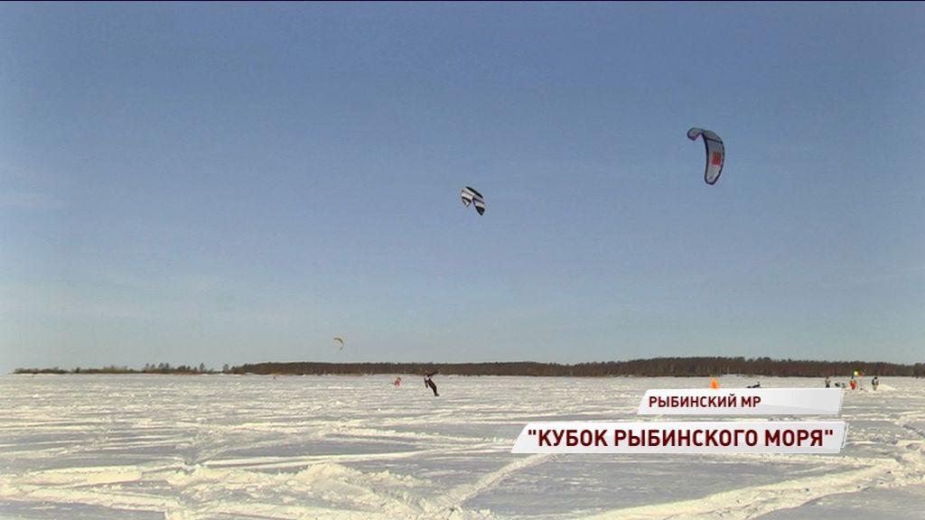 На Рыбинском водохранилище прошли соревнования по сноукайтингу