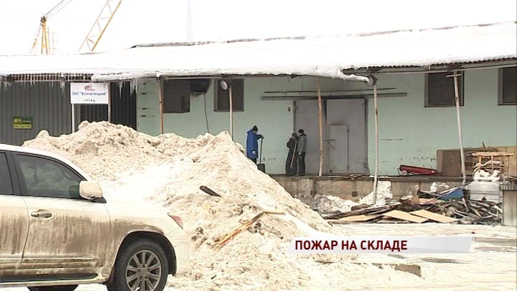 Крупный пожар в Ярославле: огонь охватил 100 квадратных метров склада