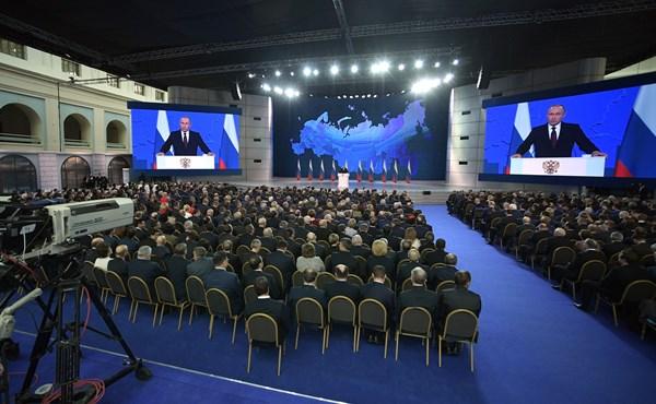 Алексей Константинов: «В послании Федеральному Cобранию Президент Владимир Путин призвал сосредоточиться на внутреннем развитии страны»