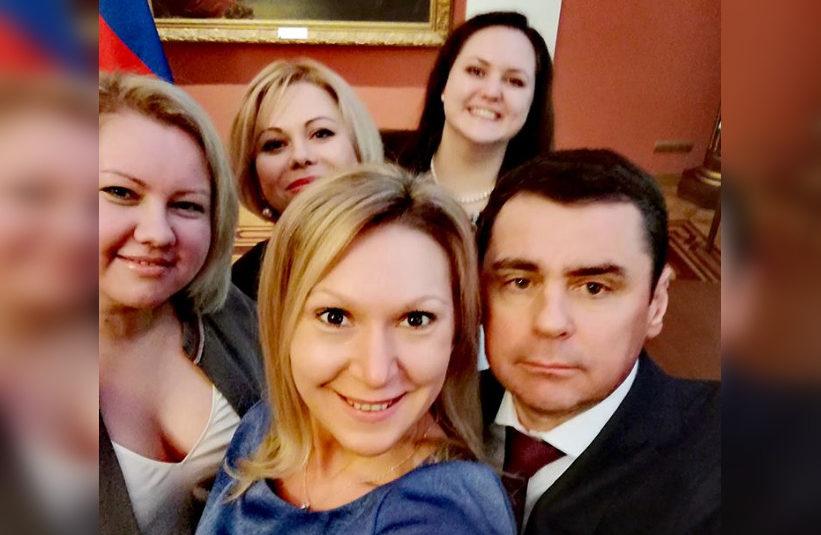 Дмитрий Миронов сделал селфи с общественниками