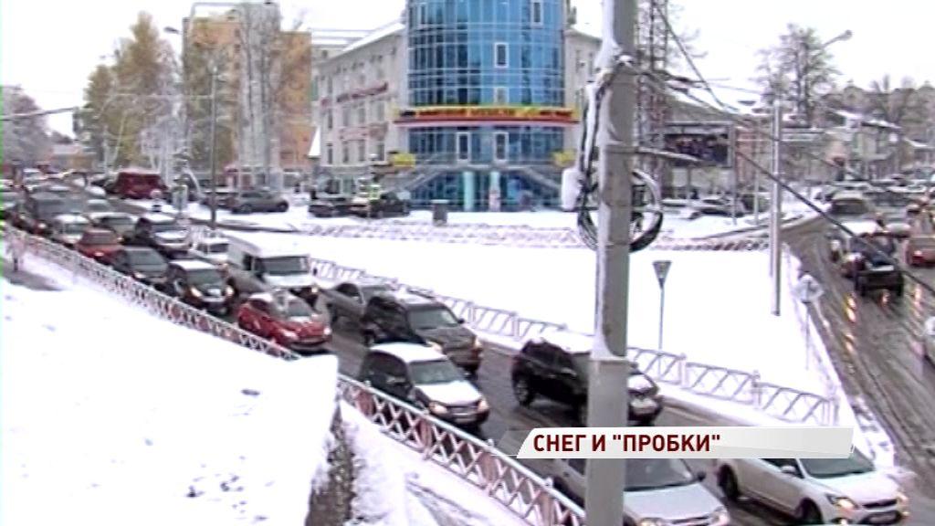 Непогода привела к огромным пробкам в Ярославле
