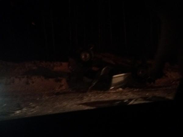 В Заволжском районе внедорожник протаранил столб и перевернулся