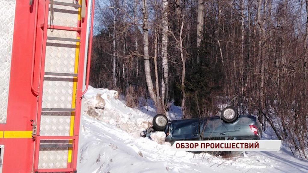 На трассе Углич-Ростов легковушка вылетела в кювет