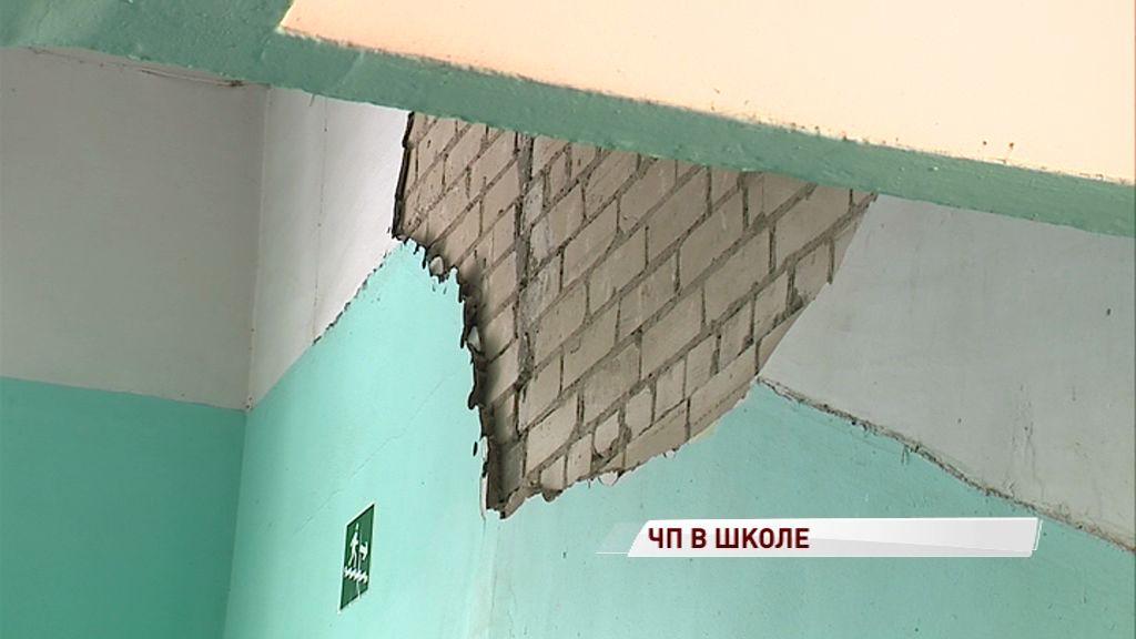 Трещина в стене на время парализовала учебный процесс в 21-й школе