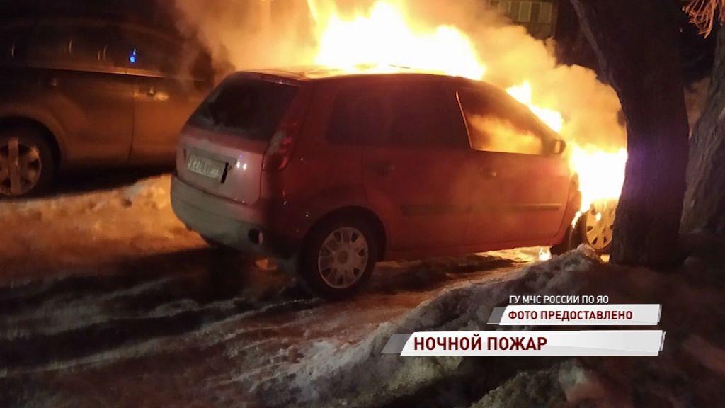 В Ярославле вспыхнула иномарка