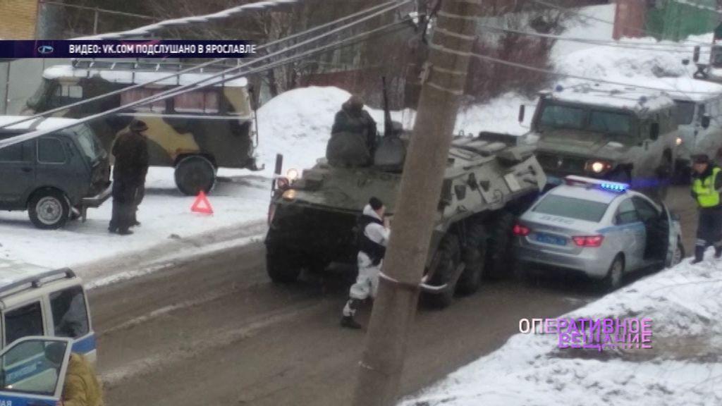 ВИДЕО: В Ярославле машина полиции столкнулась с БТР