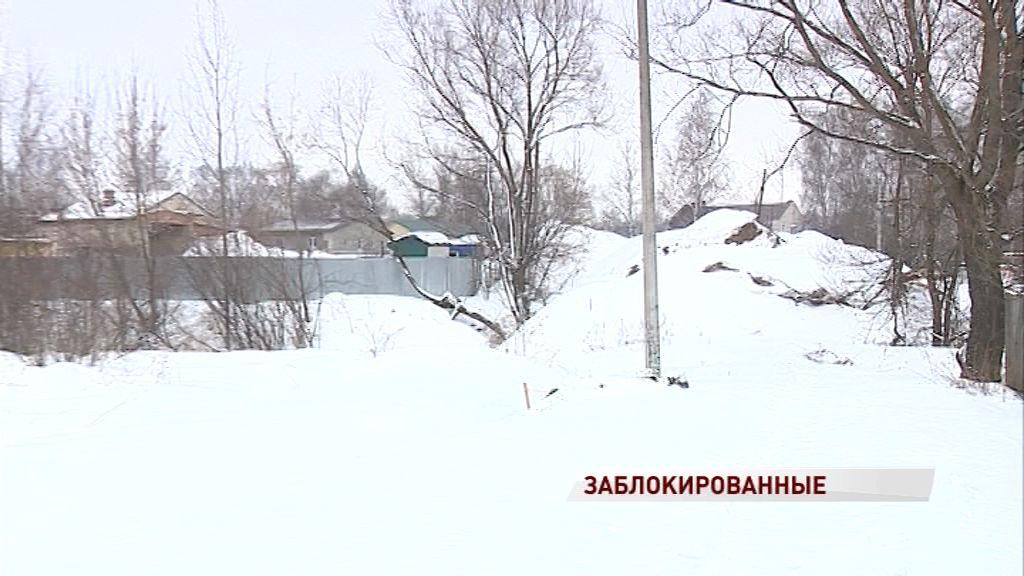 Из-за нерадивого застройщика почти каждый день в заложниках остается треть улицы Докучалова