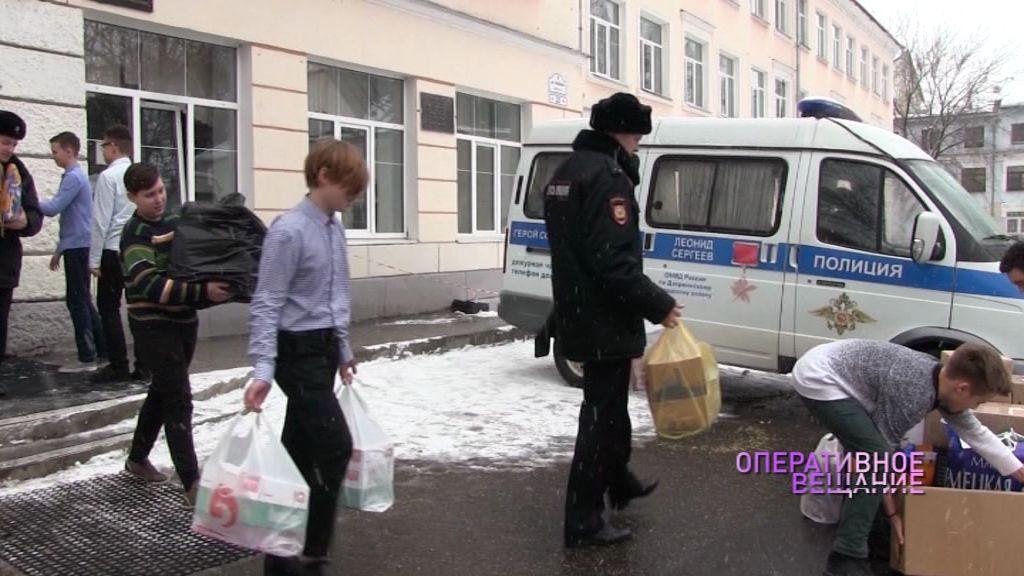 Ученики школы № 33 Ярославля собрали подарки для полицейских