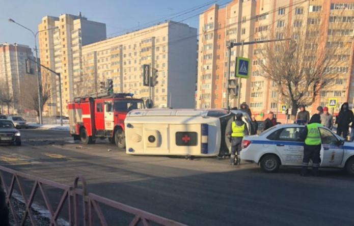 В Ярославле перевернулась машина «скорой»