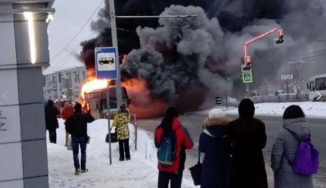 Огонь на все Кресты: в Ярославле сгорел туристический автобус