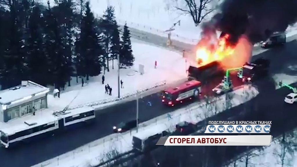 В Сети появилось видео горящего автобуса на Московском проспекте