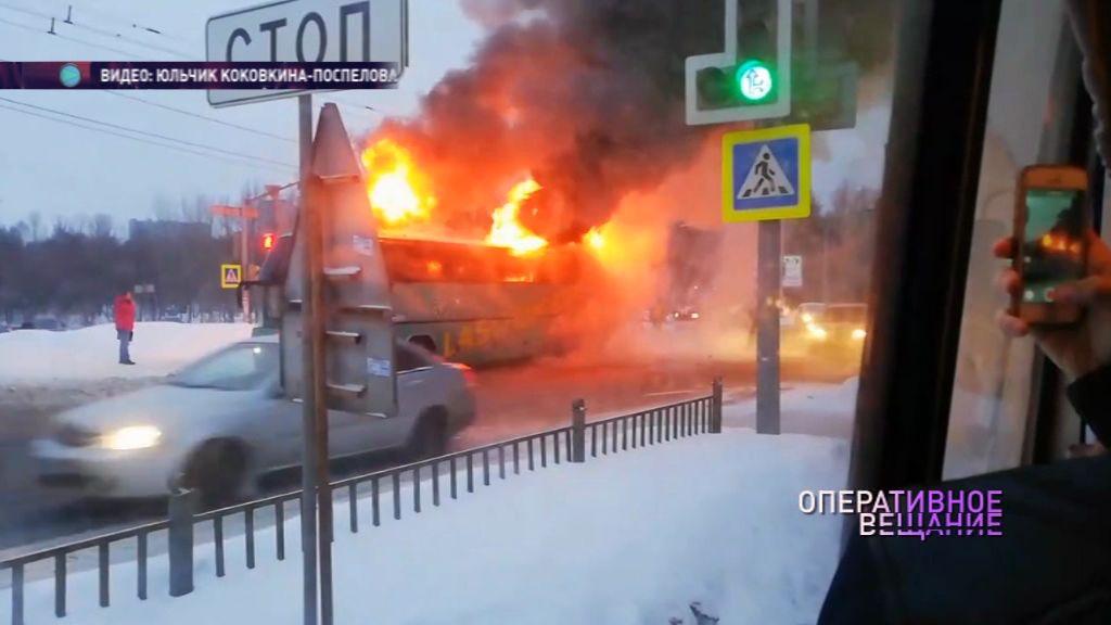Рано утром на Московском проспекте полыхал пассажирский автобус: подробности