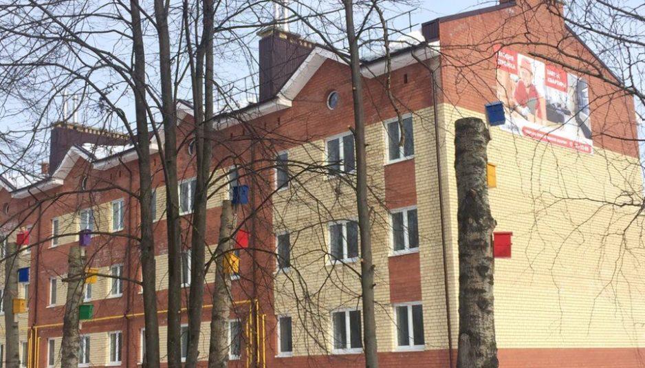 Весна близко: в Ярославском районе появились разноцветные скворечники