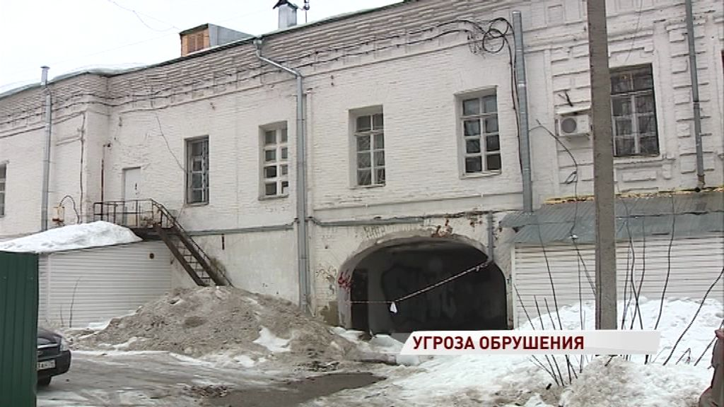 Арка на улице Кирова рискует обрушиться прямо на головы пешеходов