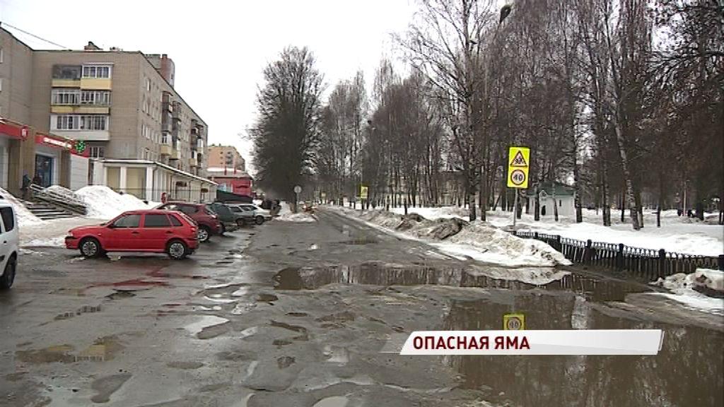 В объезд по тротуару или на ремонт: в яме возле парка 30-летия Победы пострадали несколько авто
