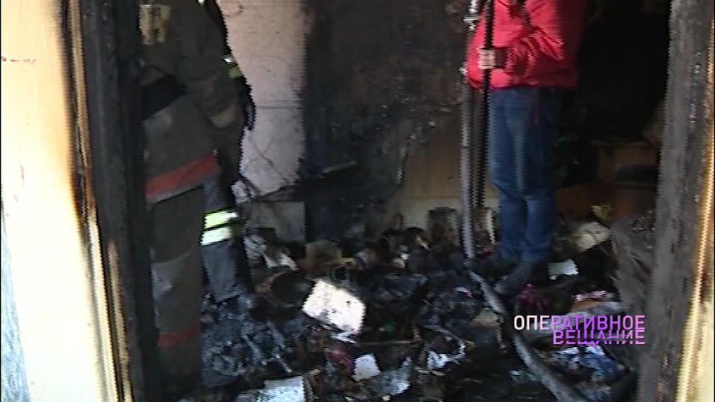 В пожаре на проспекте Машиностроителей пострадал хозяин квартиры