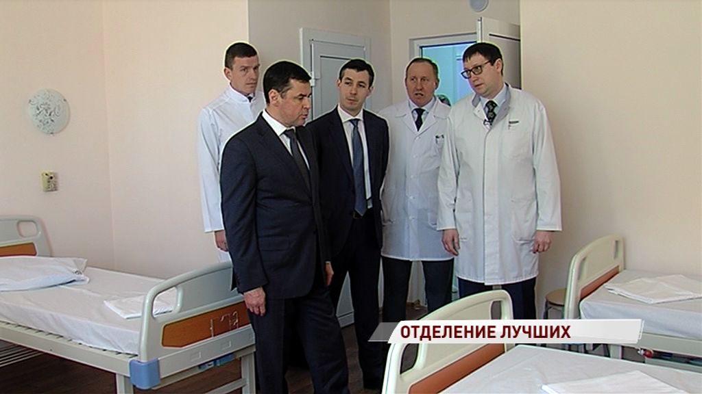Дмитрий Миронов приехал в обновленное лор-отделение областной больницы и вручил больнице подарок