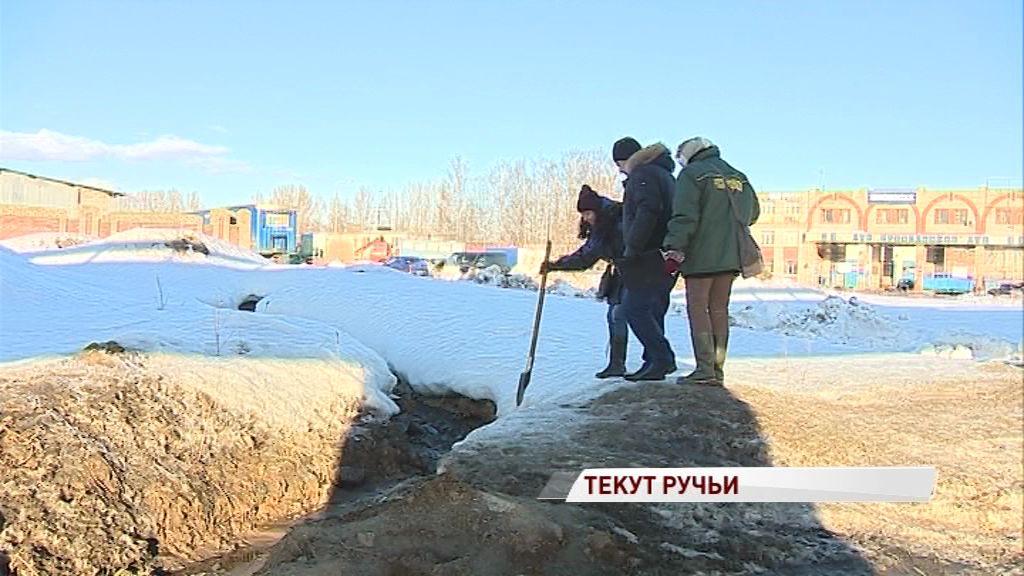Ленинградский проспект чудом не затопило фекалиями: откуда течет «ароматный» ручей