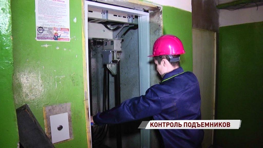 В Рыбинске продолжается контроль работ по замене лифтов