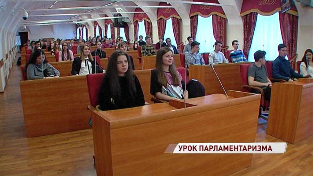 Для выпускников 62-й школы провели урок парламентаризма