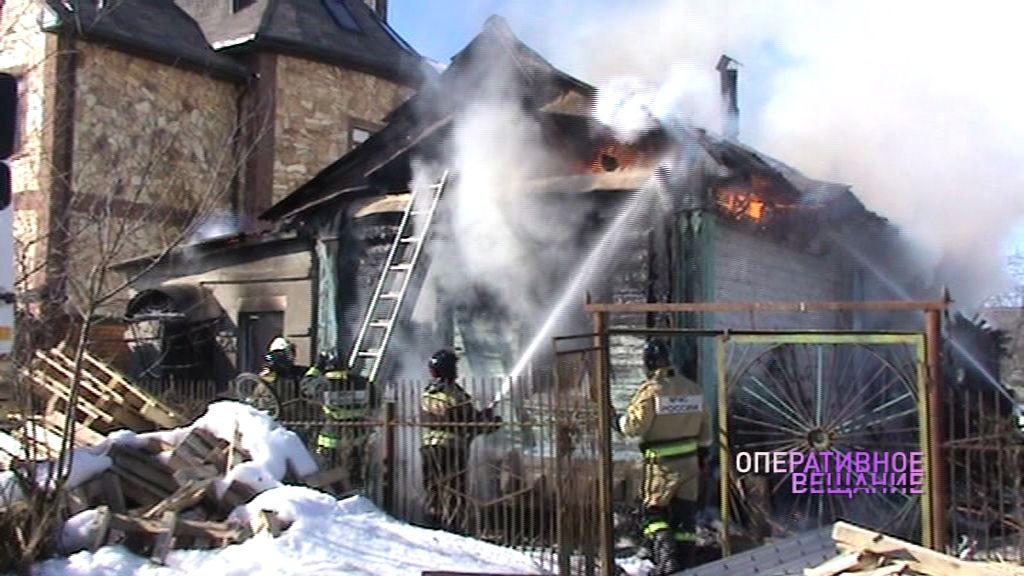 В крупном пожаре в Ярославском районе погиб пожилой хозяин дома