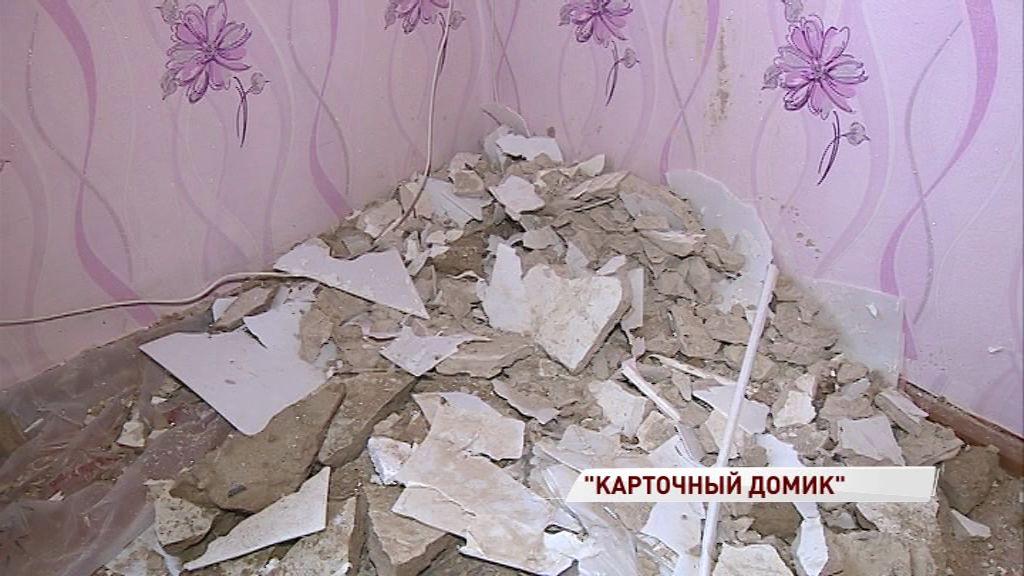 Потолок рухнул прямо над детской кроваткой: дом на Резинотехнике рассыпается на глазах