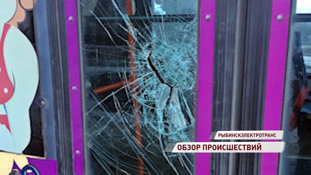 Пьяный рыбинец разбил стекло у троллейбуса