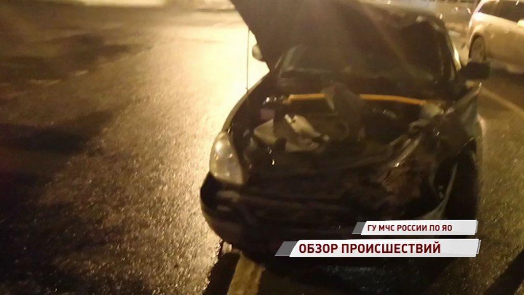 Две иномарки не разъехались на проспекте Авиаторов