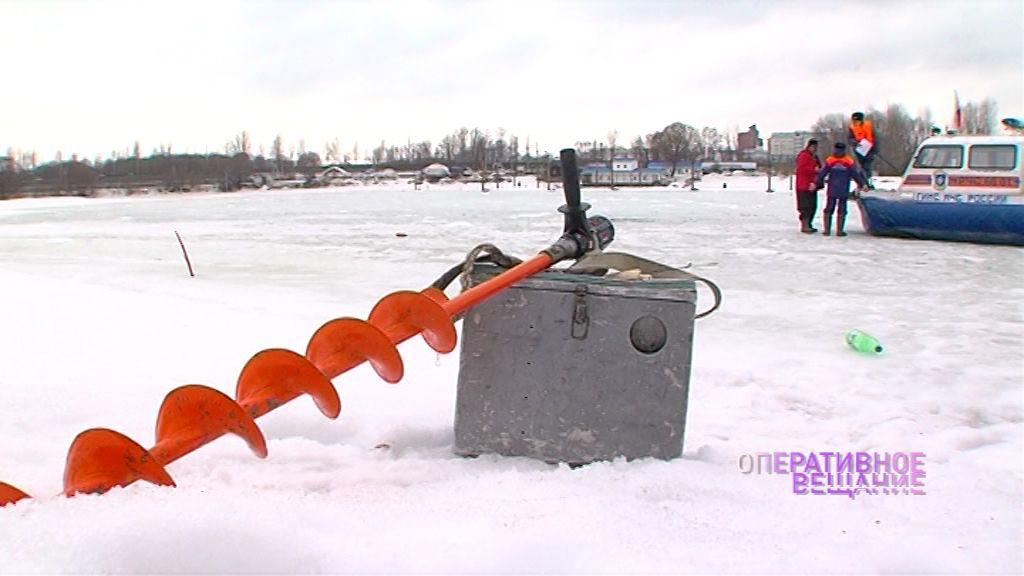 Рыхлый лед не помеха: инспекторы ГИМС снова прогоняют рыбаков