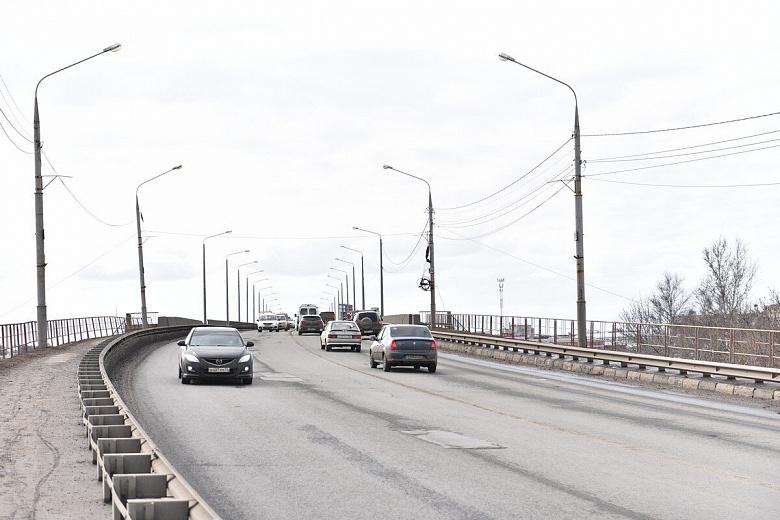 Жалобы услышаны: в мэрии отрапортовали о заделанных ямах на съездах с Октябрьского моста