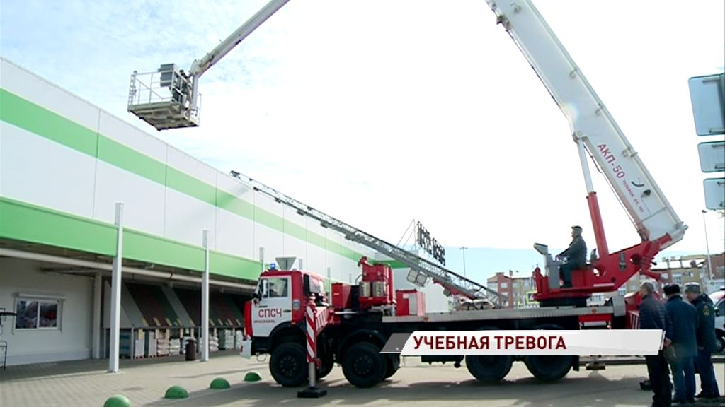 Крупный ТЦ в Заволжском районе оказался в кольце спецслужб