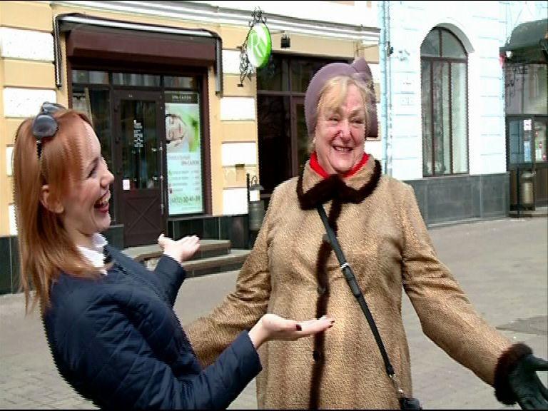 ВИДЕО: Инструктор по смеху веселила людей на Кирова