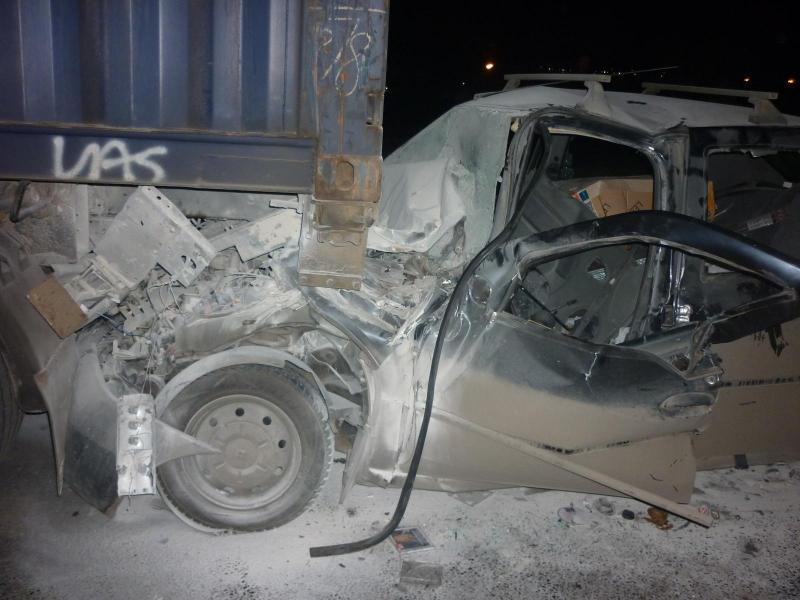 Водитель «Рено» протаранил грузовой «Мерседес» на Московском проспекте