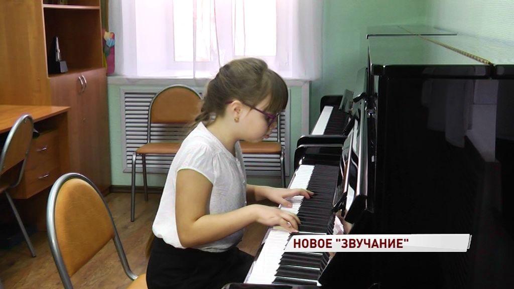 Одна из самых известных детских музыкальных школ региона получила два новых пианино