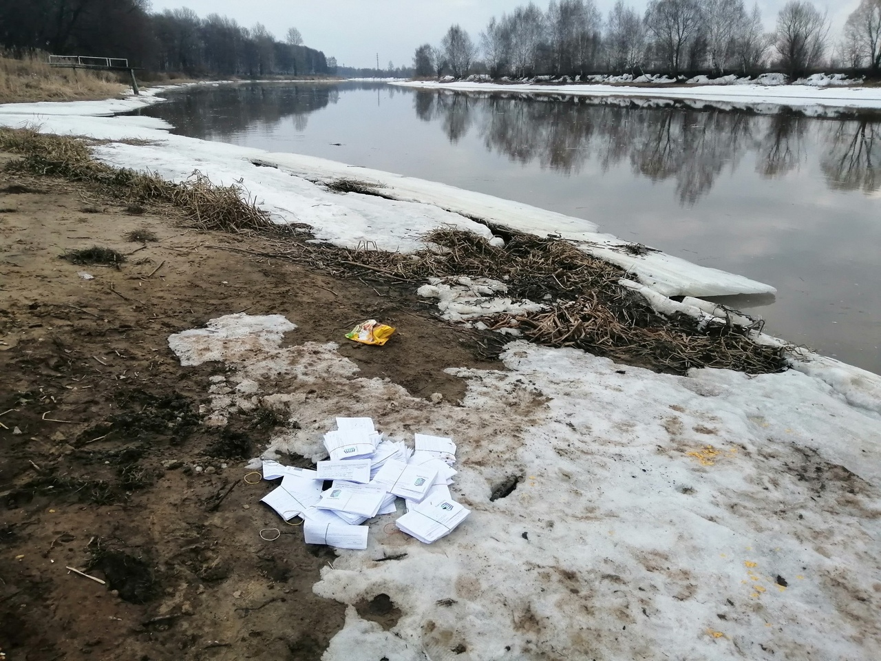 В «ЯрОбл ЕИРЦ» объяснили появление платежек на берегу реки