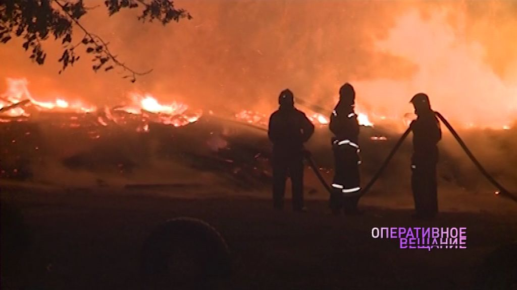 В Большом пожаре на окраине Ярославля погиб мужчина