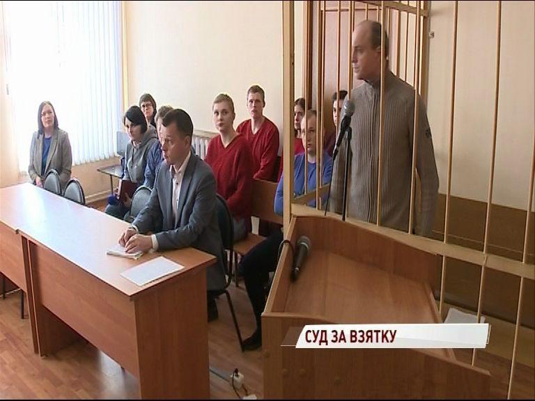 В Кировском суде началось рассмотрение уголовного дела по статье покушение на взятку
